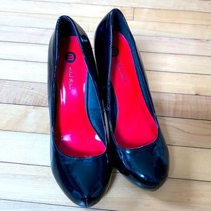 Michael Antonio black patent leather pumps size 10
